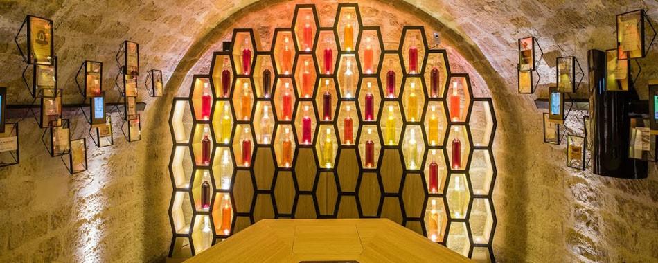 les caves du louvre le vin il faut le voir pour le boire. Black Bedroom Furniture Sets. Home Design Ideas