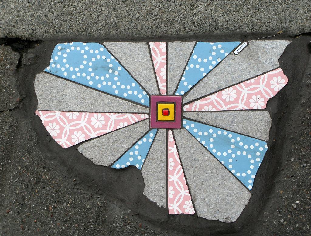 ememem-lyon-street-art-artiste-streetart-carrelage-rues-trottoir