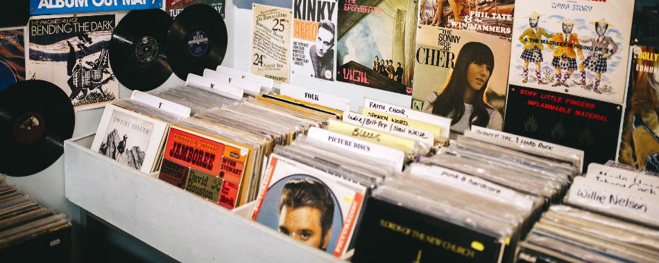 plus de 70 000 vinyles et cds de la collection de radio france mis aux ench res. Black Bedroom Furniture Sets. Home Design Ideas