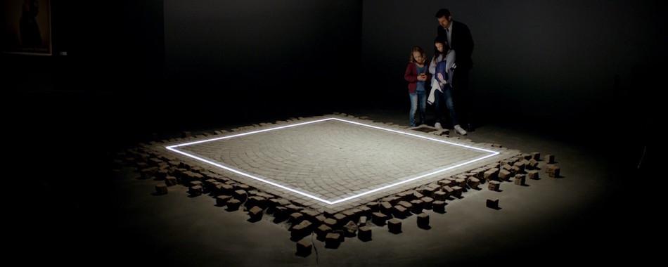 the square une palme aux pieds carr s. Black Bedroom Furniture Sets. Home Design Ideas