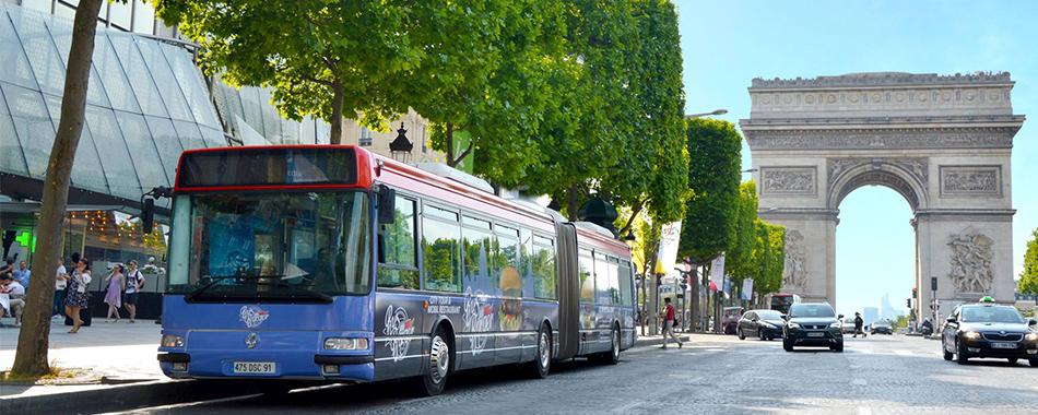 le bus burger et si on se faisait un burger en visitant paris dans un bus r am nag. Black Bedroom Furniture Sets. Home Design Ideas