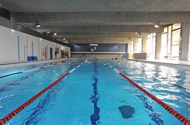 Une piscine avec vue sur la tour eiffel ouvre aujourd hui for Piscine ouverte aujourd hui