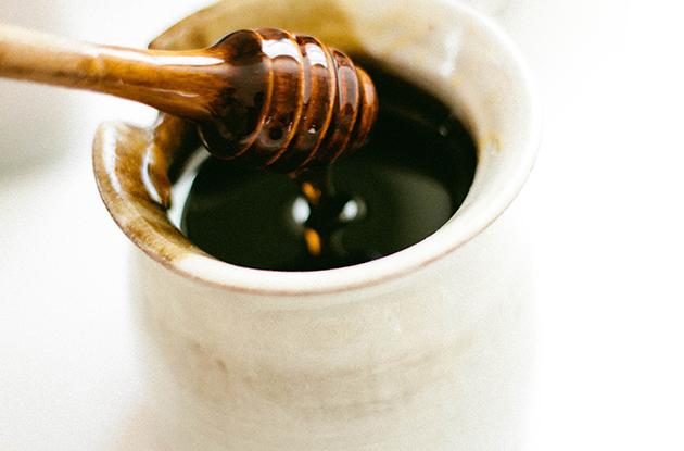 7-aliments-qui-peuvent-te-tuer-s-ils-ne-sont-pas-bien-préparés-miel