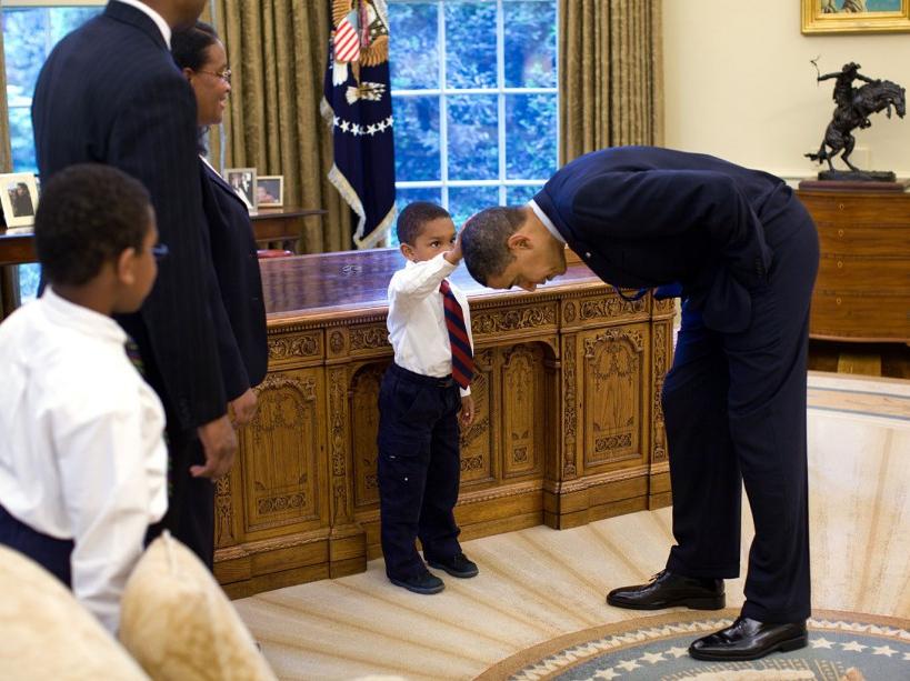 Un petit garçon demande s'il peut toucher ses cheveux (08/05/12)