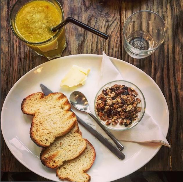 ou-faire-un-brunch-healthy-a-paris-strada-cafe