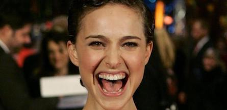 5 astuces naturelles naturelles pour des dents plus blanches