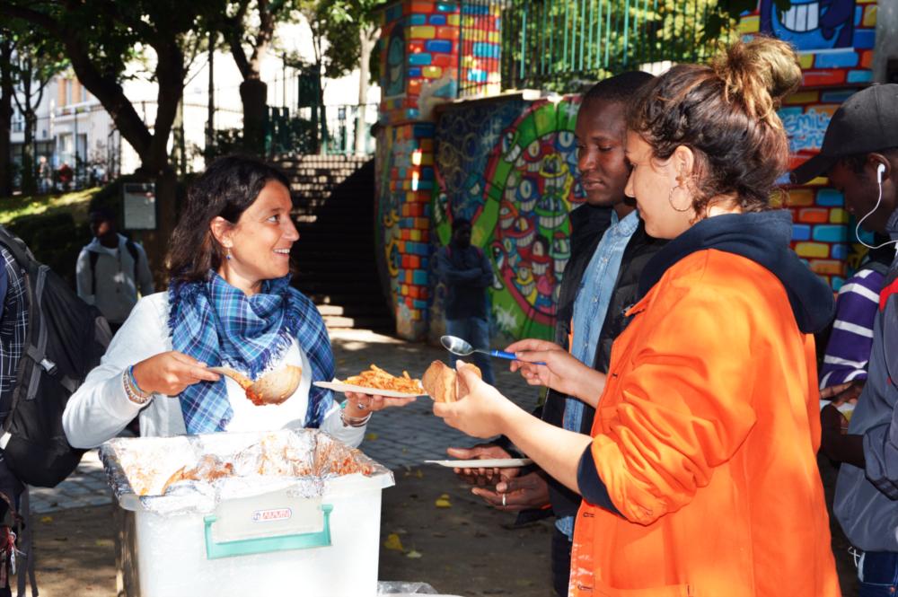 migrant-dejeuners-couronnes-accueil