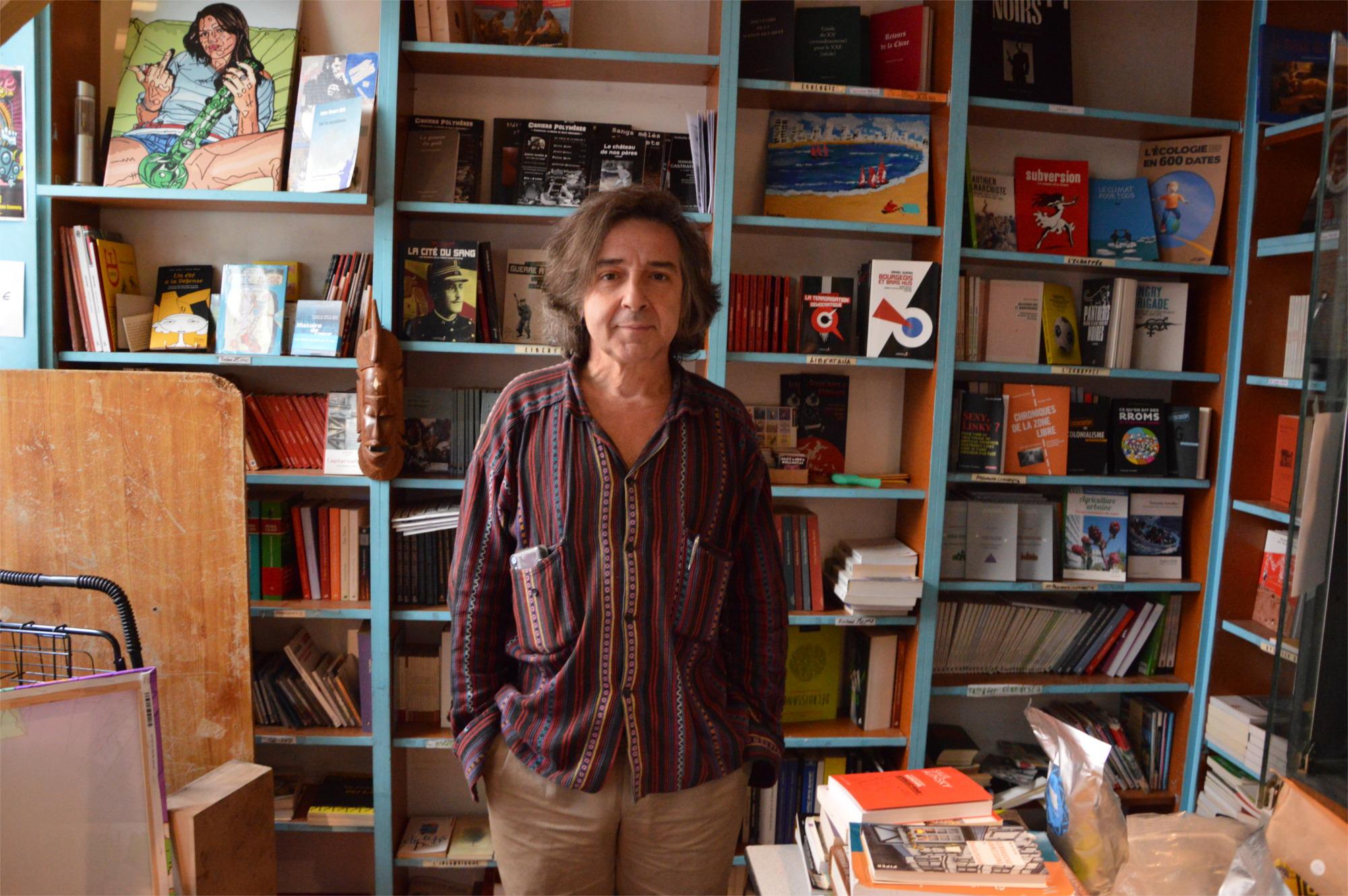 migrant-accueil-librairie-lady long solo-Utopia 56