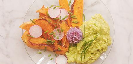 Recette healthy : frites de patate douce et son avocaioli