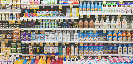Qui se cache derrière les Plastic Attacks, ces militants qui déballent le plastique dans les supermarchés ?