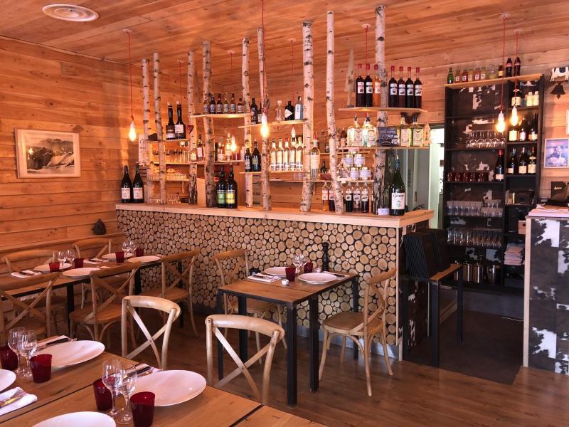raclette fondue tartiflette top des restos savoyards de lyon. Black Bedroom Furniture Sets. Home Design Ideas