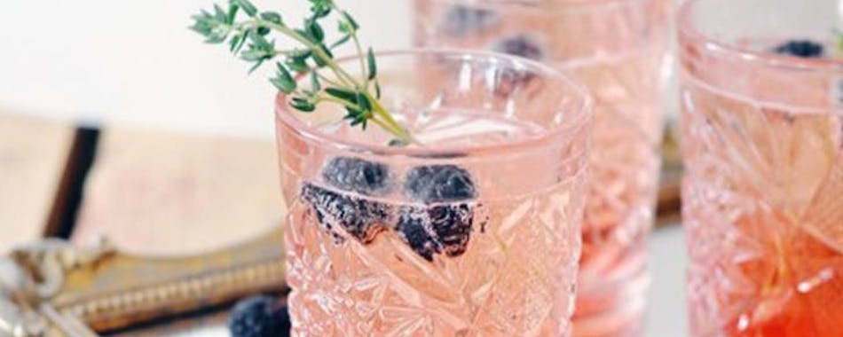 La rosénade, le nouveau cocktail à siroter tout l'été