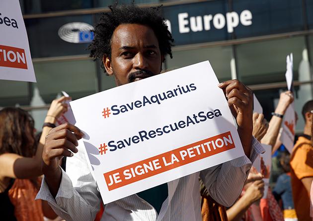 L'Aquarius bloqué à quai, SOS Méditerranée cherche un nouveau navire humanitaire
