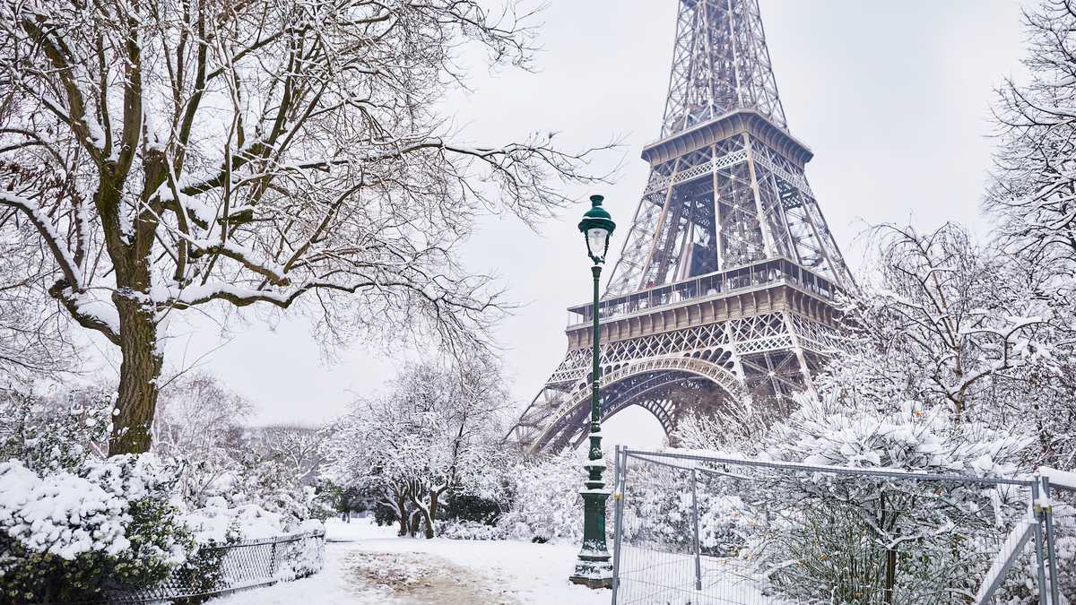 Une immense patinoire éphémère débarque en face de la Tour Eiffel