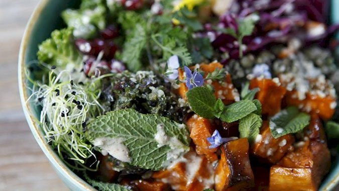 7 cantines où déjeuner bio à Paris pour moins de 10 euros