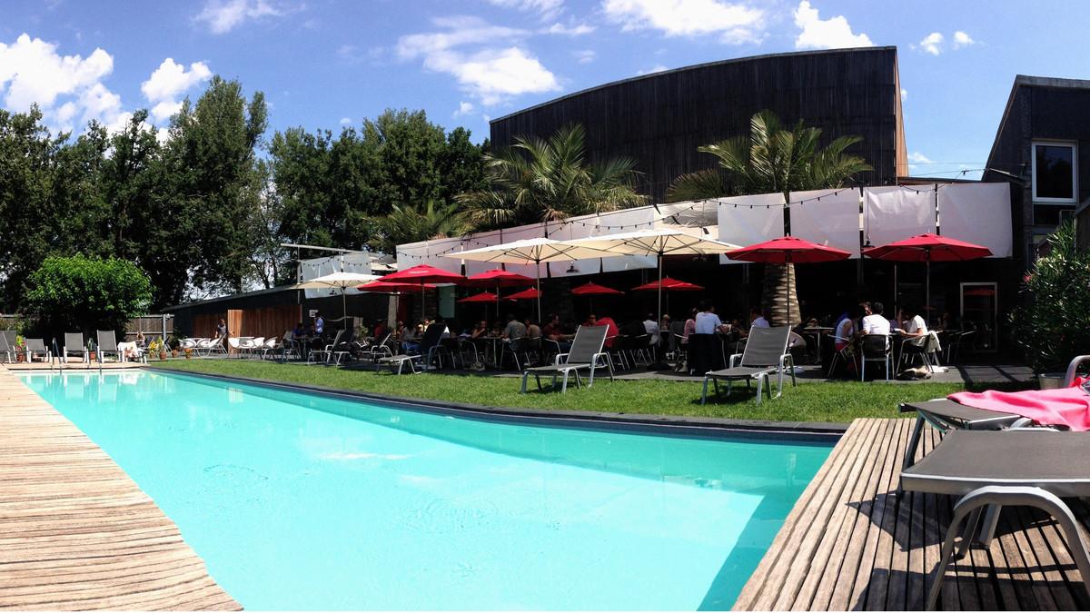 Terrasse, piscine et cuisine méditerranéenne : le restaurant du Bikini est de retour