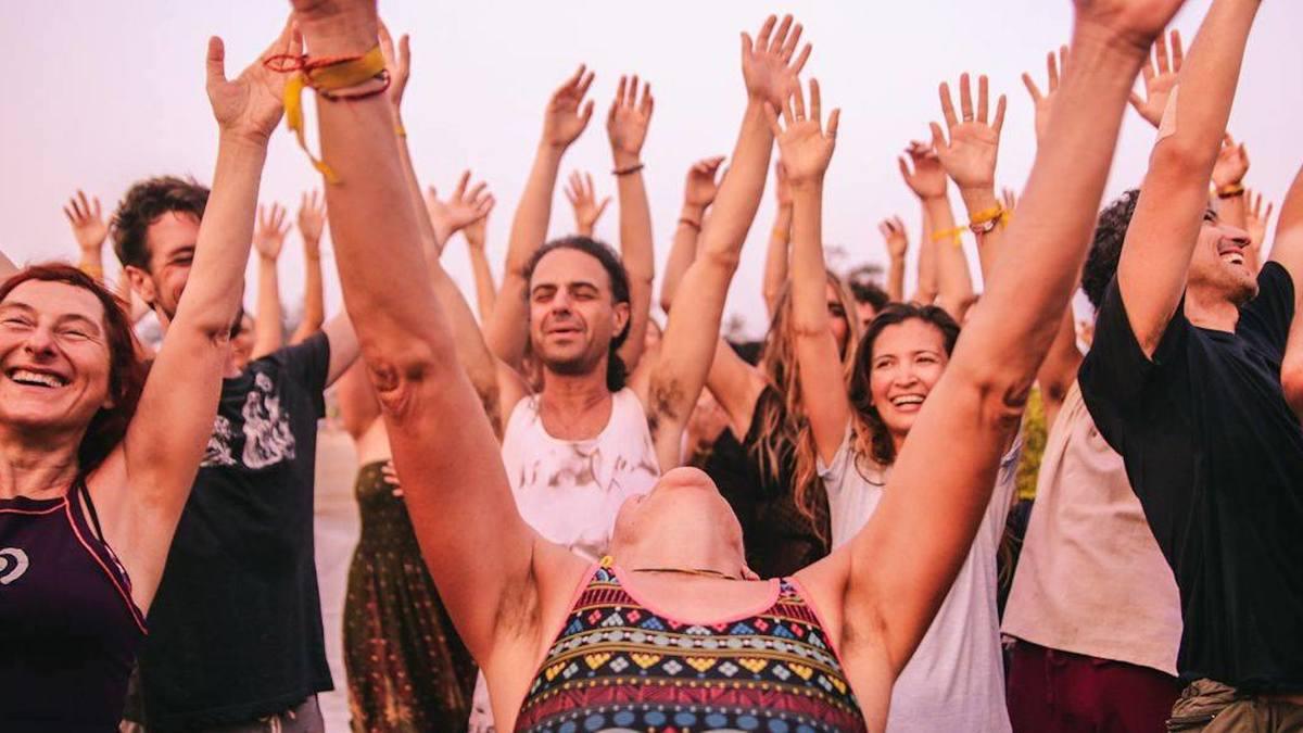 L'Ecstatic Dance, l'événement libérateur où les gens dansent comme s'ils étaient seuls dans leur chambre mais tous ensemble