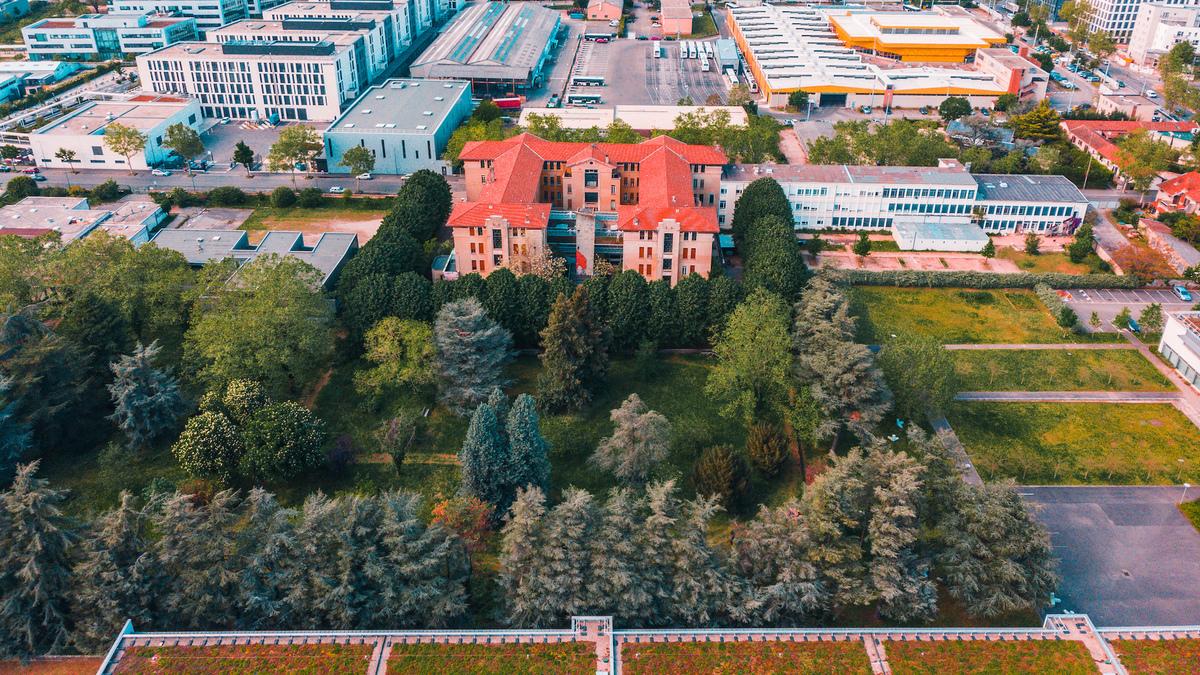 Un gigantesque open-air 100% house dans une ancienne usine de soie à Lyon