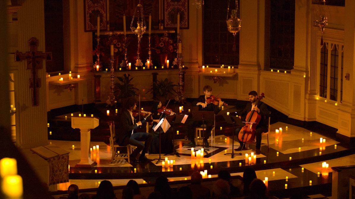 Un concert de musique classique dans une église illuminée de bougies débarque à Lyon