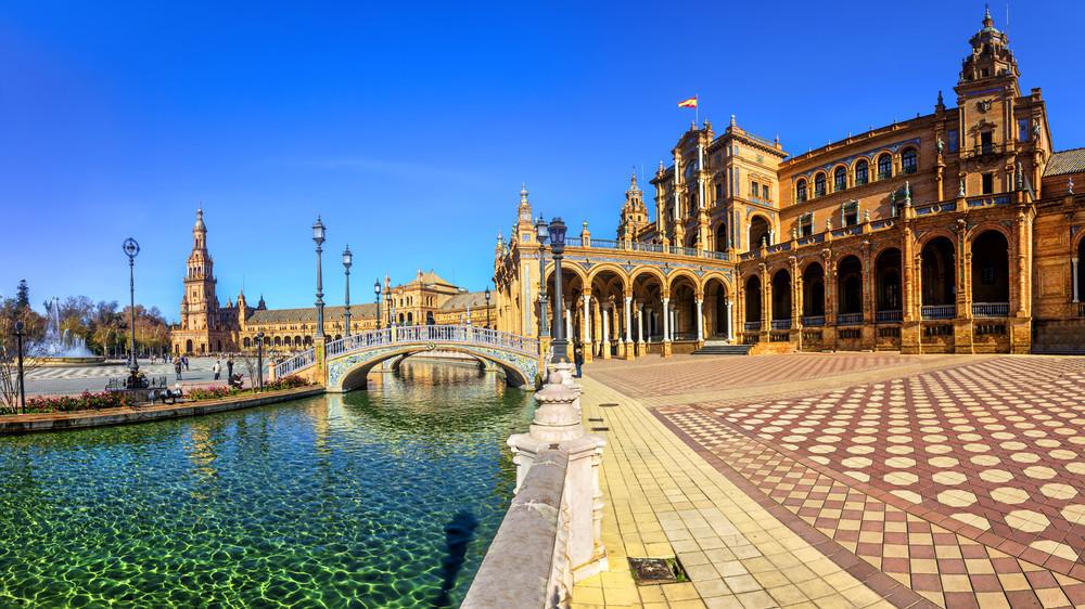 Naples, Séville, Palerme, Budapest... Envolez-vous vers des destinations de rêve au départ de Toulouse cet hiver