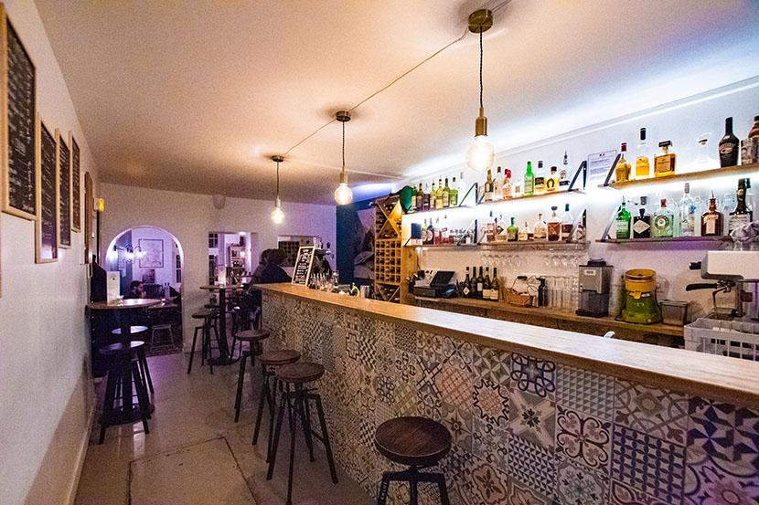 la petite derniere bar paris salle