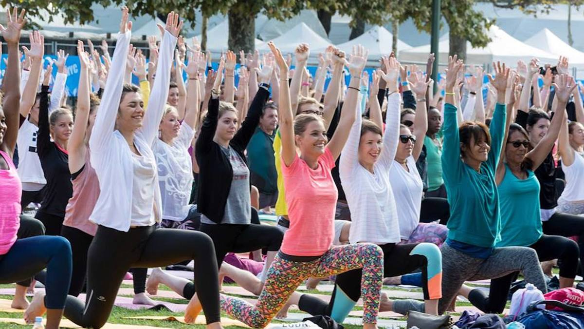 Cours de yoga géant à la tour Eiffel samedi