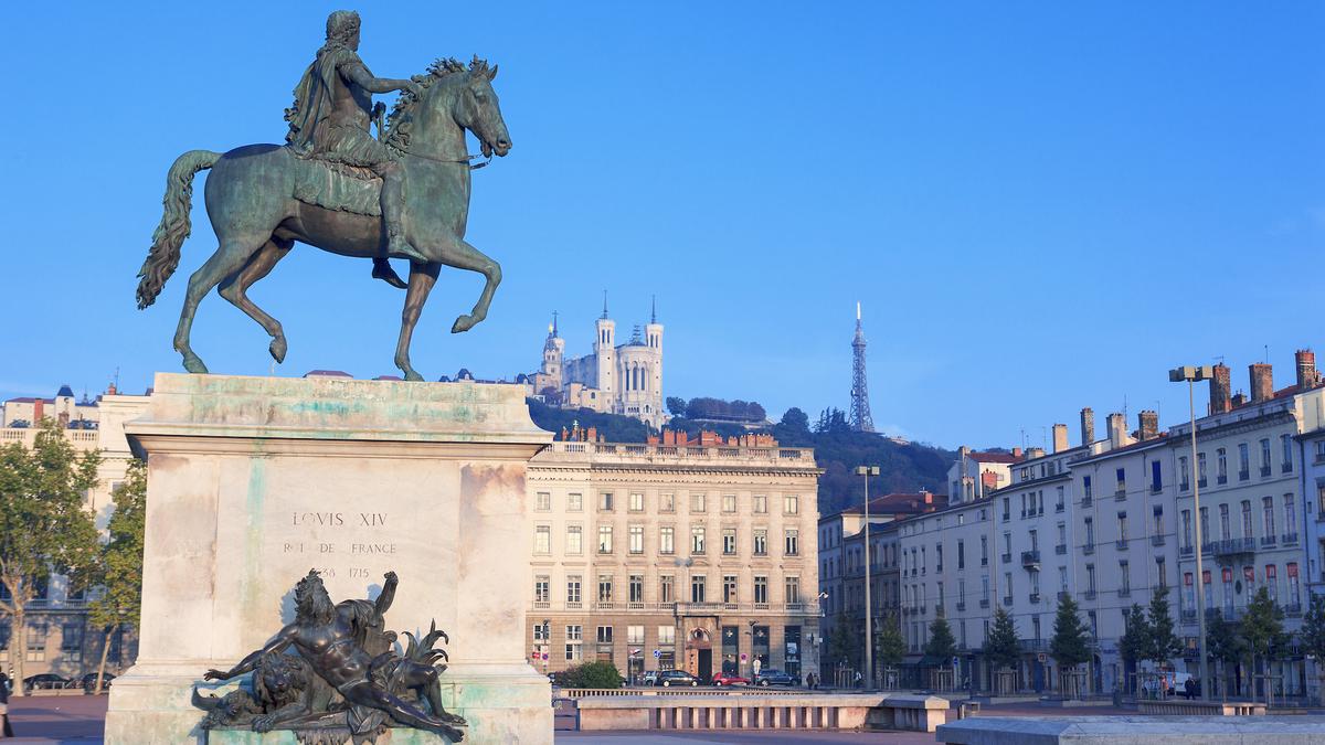 La statue équestre de Louis XIV va disparaître de la place Bellecour