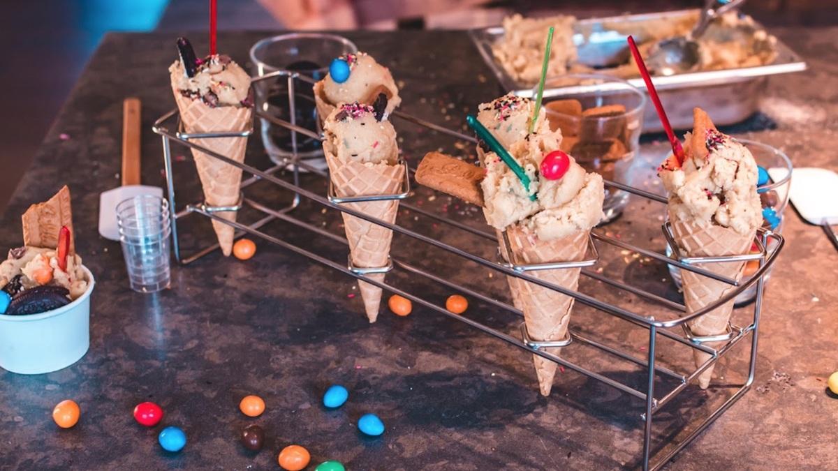 Le premier bar à pâte à cookie crue débarque à Paris