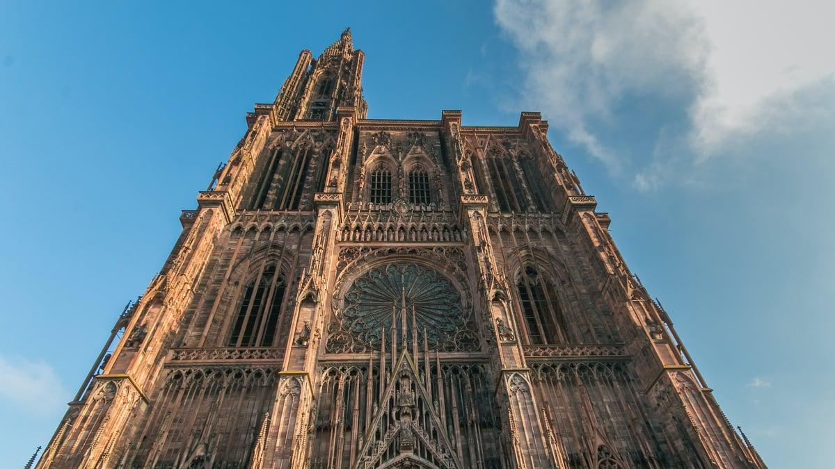 Le film sur la construction de la cathédrale dispo gratuitement pendant le confinement