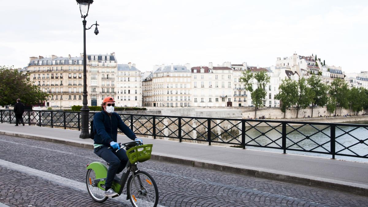 Anne Hidalgo veut rendre le masque obligatoire dans certaines zones de Paris