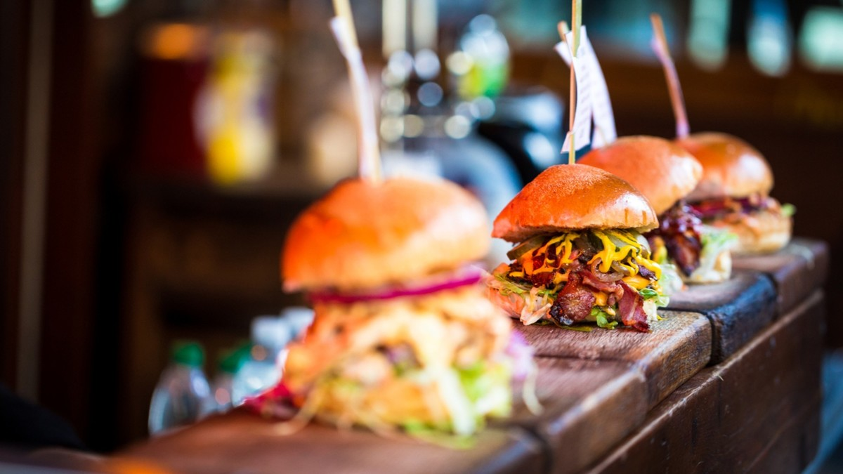 Le Bistrot St So vous propose des carbonades maison et des mini burgers en click and collect