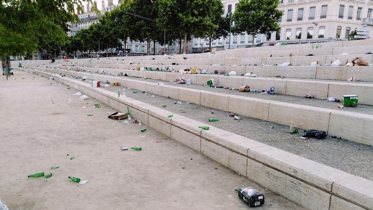 Coup de gueule : les déchets de la honte sur les quais du Rhône