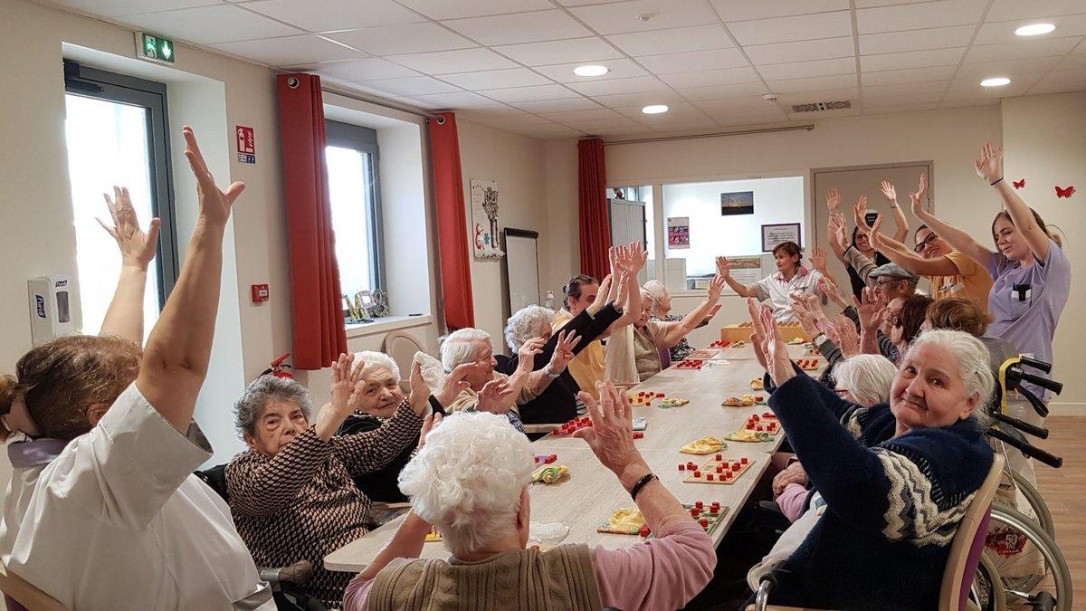 Près de Lyon, le personnel d'un EHPAD est confiné (et fait la fête) avec ses résidents
