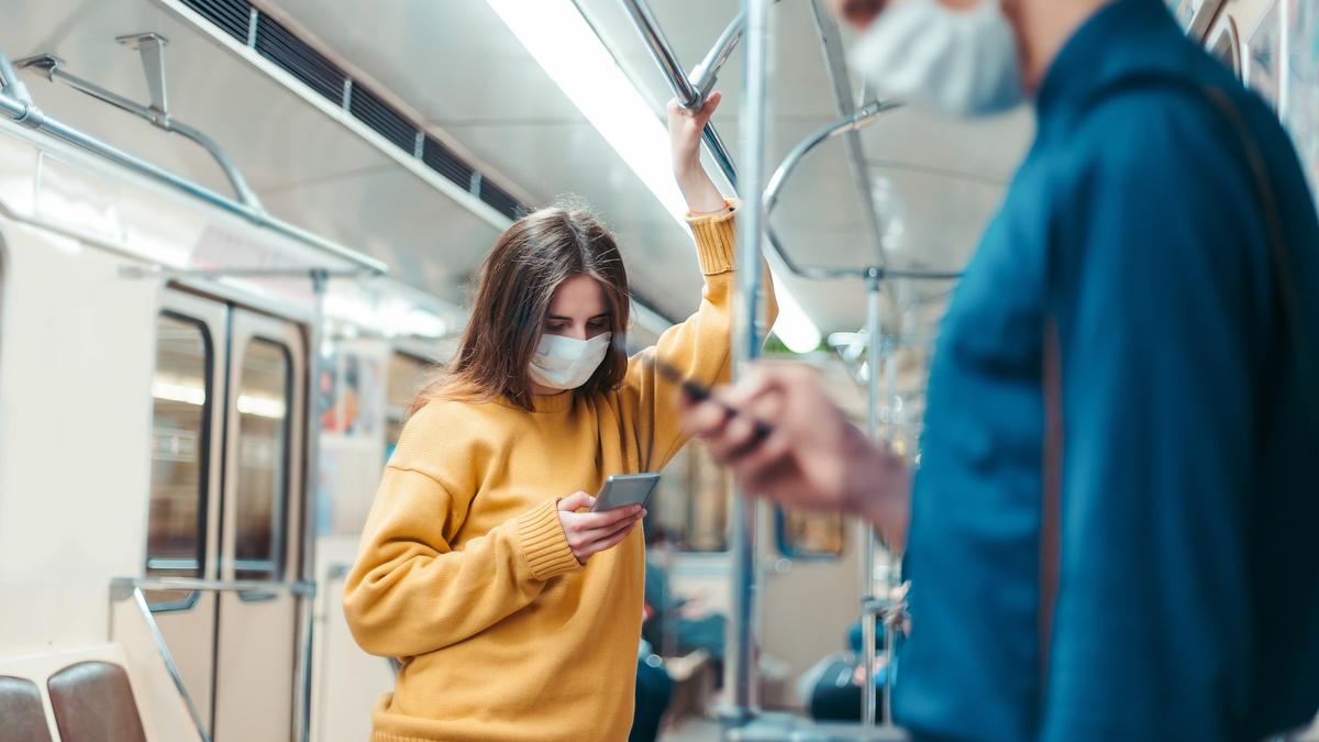 Covid-19 : un pharmacien lyonnais propose d'interdire le téléphone dans le métro