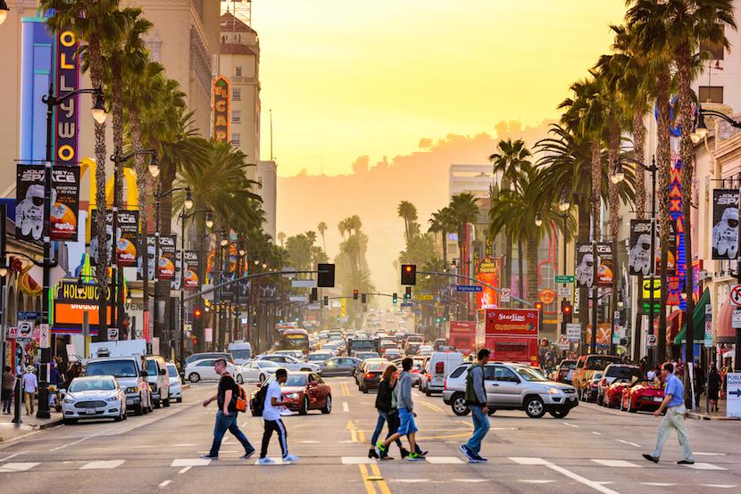 Compton, en dehors de la ville de Los Angeles, mais dans le comté de Los Angeles, et qui a gagné une certaine célébrité à travers la musique.