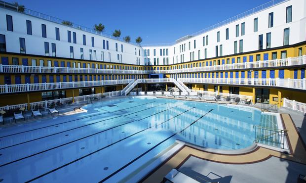Les plus belles piscines en plein air de paris for Piscine paris ouverte le soir