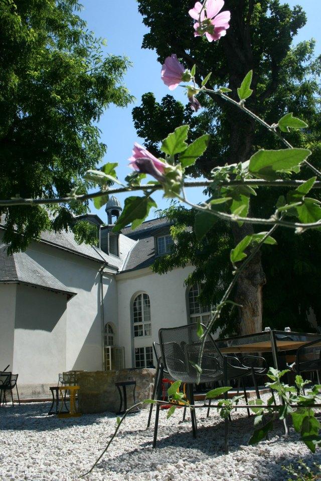 Les plus jolies terrasses cach es de l 39 t for 104 rue du jardin paris
