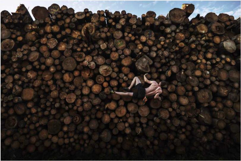 ©️ Adam Pretty, Log Pile Bouldering, 2020